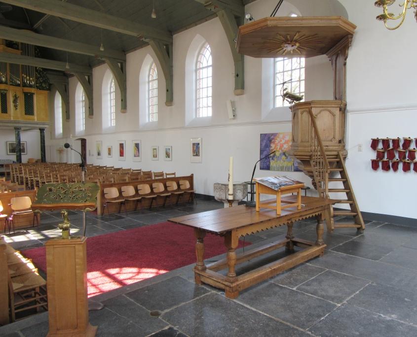 Interieur met preekstoel Oude Kerk Soest