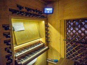 De speeltafel van het orgel in de Oude Kerk