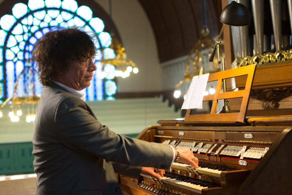Organist Simon Stelling