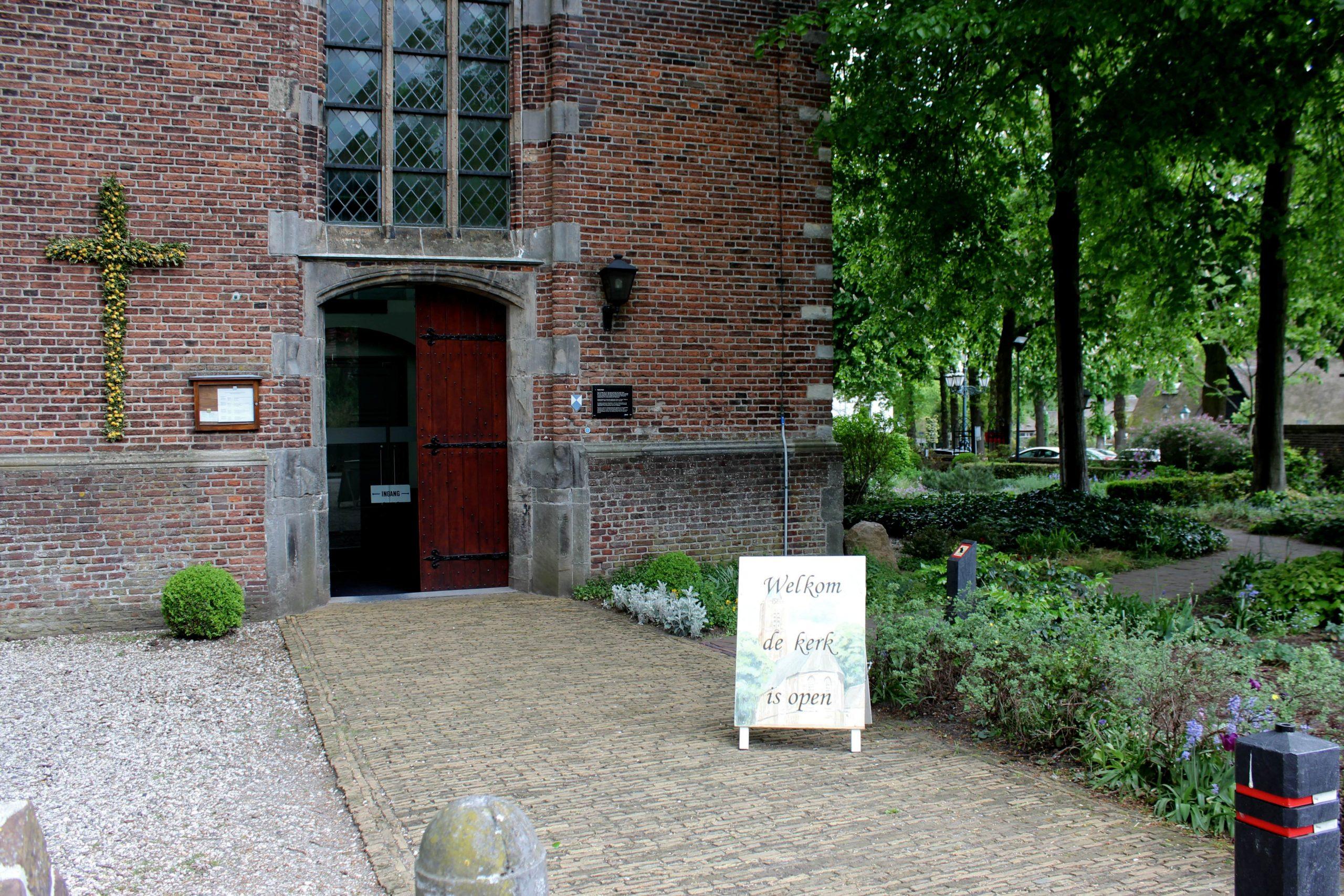 Entree Oude Kerk Soest - Zomeropenstelling - verkleind